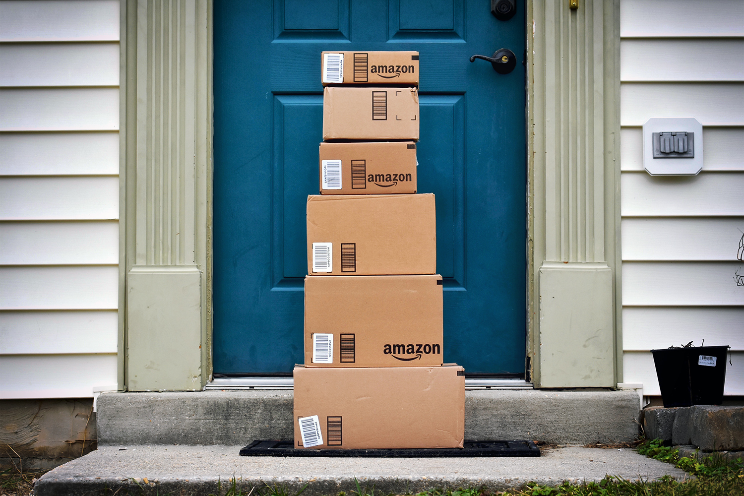 Protect Your Packages from Porch Pirates How to Safely Travel in a Car Preplan & Protect Your Packages from Porch Pirates - Pro Locksmith San Diego